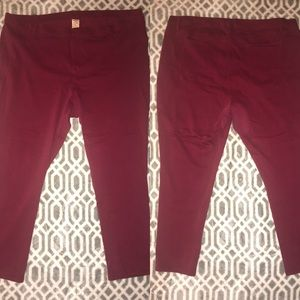 Burgundy jeggings with pockets
